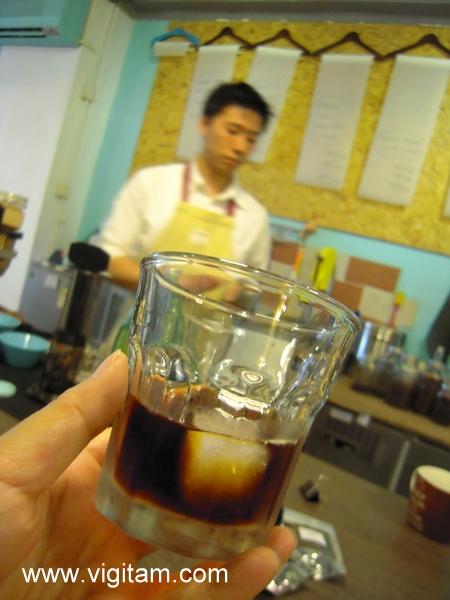 甚麼是享受?就是炎炎夏日,摸住啡杯底,喝著馮先生的冰滴肯亞AA。
