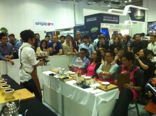 香港咖啡文化促進會的Virginia Tam是虹吸總決賽的評審之一。